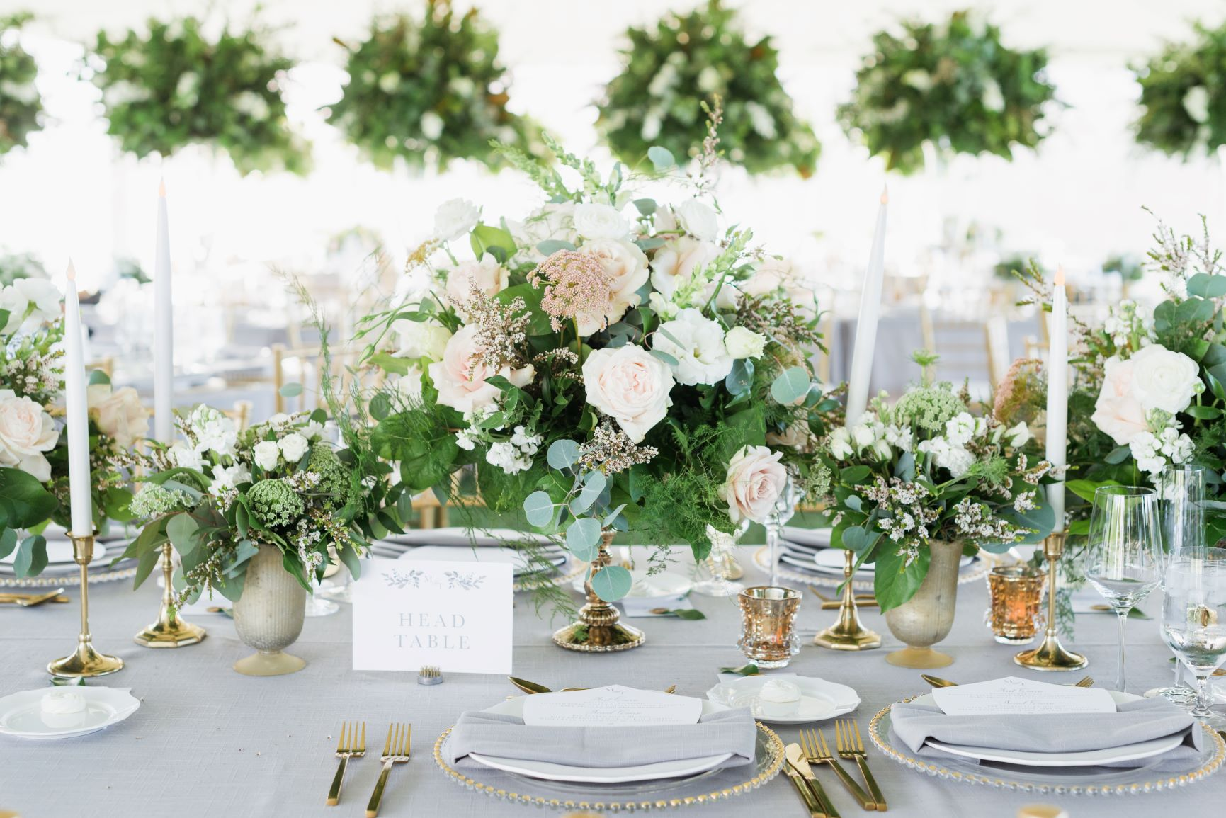 Centerpiece with white flowers